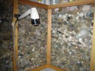 A fürdőszoba kavicsokkal